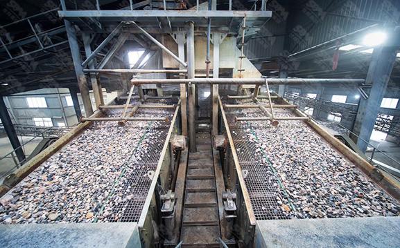 花岗岩用什么破碎机|花岗岩制砂机|花岗岩机制砂生产线哪家专业|车载花岗岩破碎站效益如何