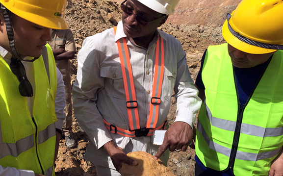 金矿粉碎机/磨粉机价格|金矿选矿生产线|金矿选矿成套设备